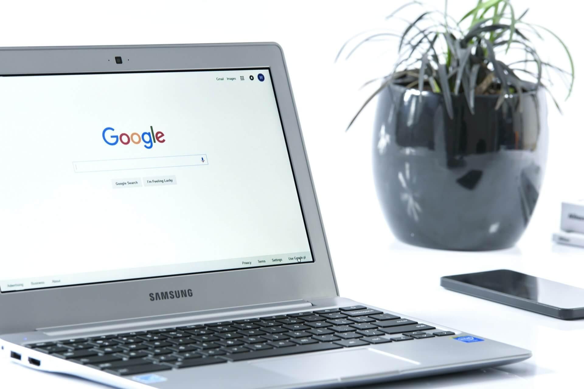 Laptop: Google Search geöffnet