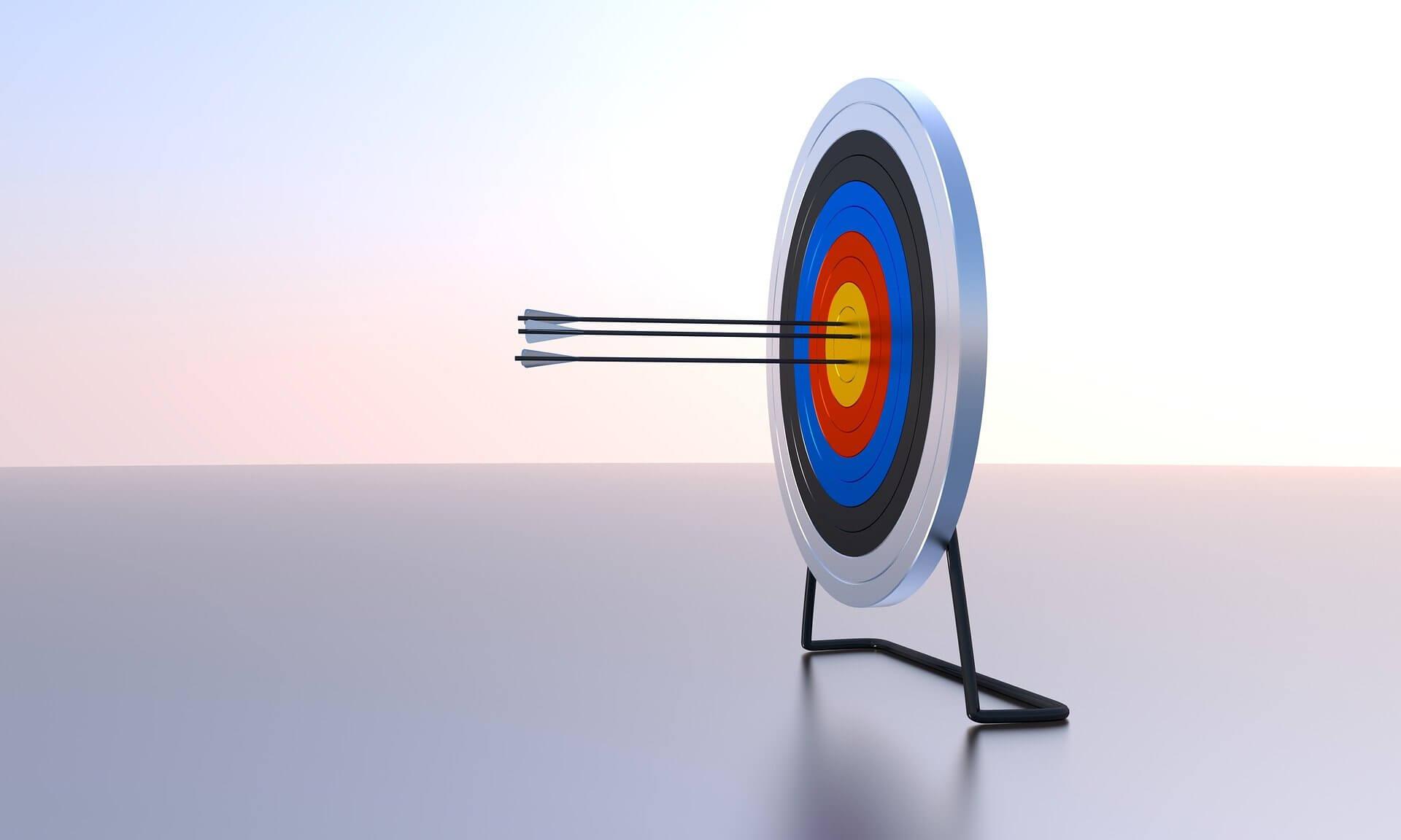 301 Redirect: Pfeil auf einer Zielscheibe